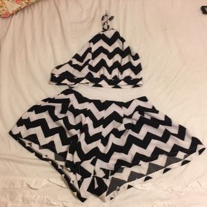 Black and white zig zag SET shorts and crop top
